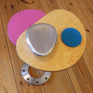 draufsicht couchtisch, zwei ovale platten, multiplex birke, geölt und mdf, pink lackiert